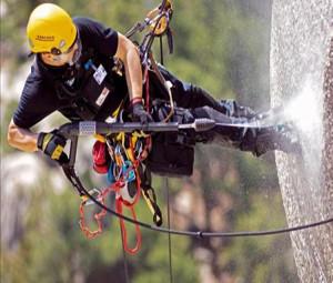 Страховочная веревка при групповой отработке приемов спуска по веревке