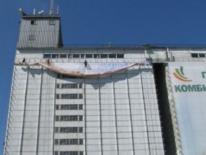 Монтаж баннеров на Гатчинском комбикормовом заводе