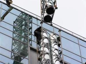 монтаж мачты с дымоходными трубами