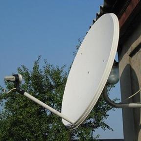 Монтаж спутниковой антенны промышленными альпинистами